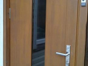 Medinės saugios durys
